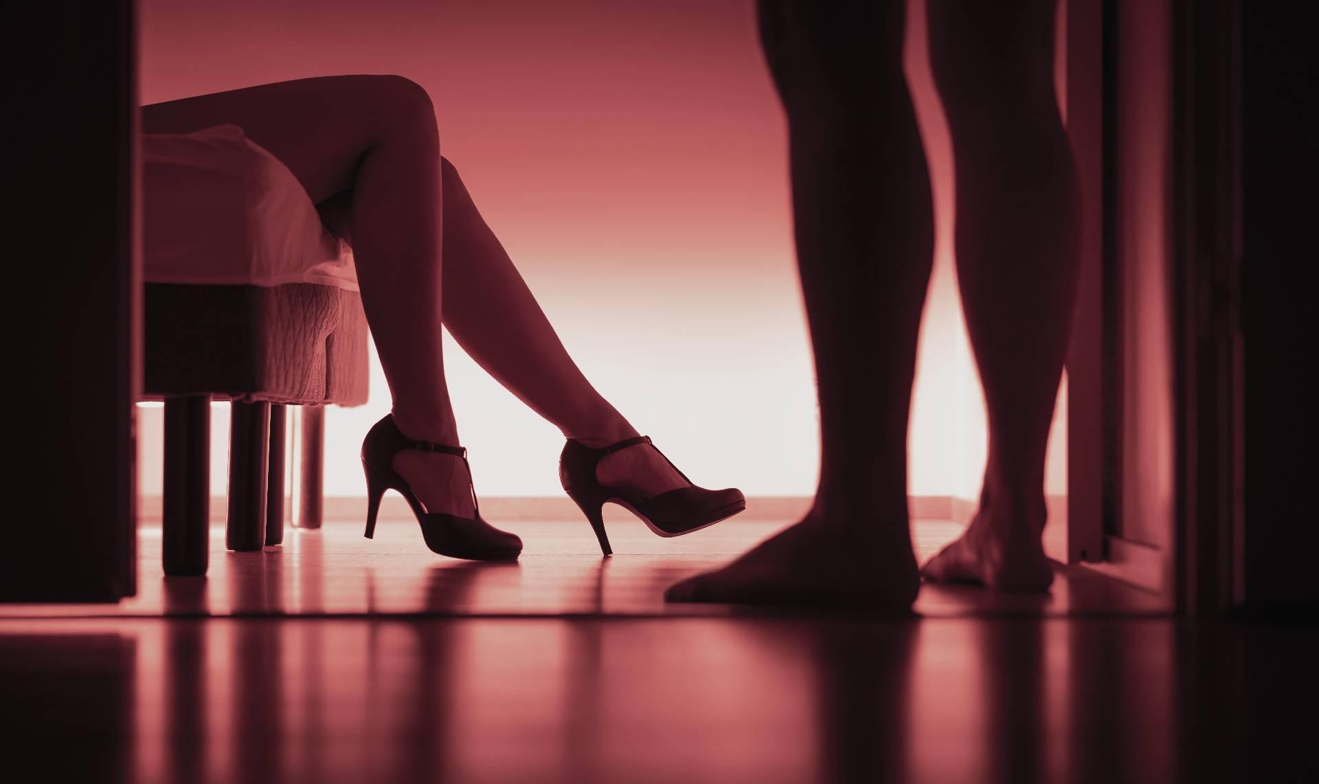 """В маске неудобно"""". Секс-работницы приняли меры защиты от коронавируса"""